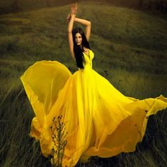 Yellow Dress portrait in a field with full length full gown. Book 15 Anos, Shades Of Yellow, Mellow Yellow, Bright Yellow, Color Yellow, Color Splash, Pretty In Pink, Beautiful Dresses, Gorgeous Dress