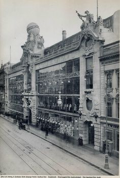 Warenhaus Tietz in Leipziger Straße opened on September 1900 (exactly 117 years ago) as the first Tietz department store in Berlin. German Architecture, Neoclassical Architecture, Historical Architecture, Berlin City, West Berlin, East Germany, Berlin Germany, Old Pictures, Old Photos