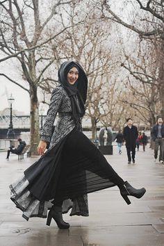 Headscarf : Ipekevi, Istanbul Long coat : Dian Pelangi Bag : Chanel Shoe : H&M Islamic Fashion, Muslim Fashion, Modest Fashion, Hijab Fashion, Girl Fashion, Fashion Black, Modest Wear, Modest Outfits, Hijab Stile