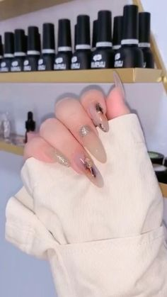 You will need a thin wire that is bendy, nail polish, scissors. Watch full tutorial in our video - You can easily DIY by yourself. Holiday Nail Designs, Pink Nail Designs, Simple Nail Designs, Holiday Nails, Cute Acrylic Nails, Cute Nails, Diy Nails At Home, Nail Art Videos, Neutral Nails