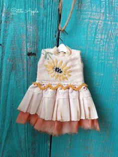 Blythe doll outfit *Sunny day* OOAK vintage hand embroidered dress