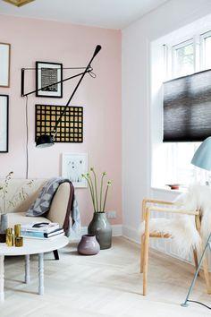 Beautiful styling by Mette Helena Rasmussen via nordicdesign.ca Seinä ja vaasit lattialla!