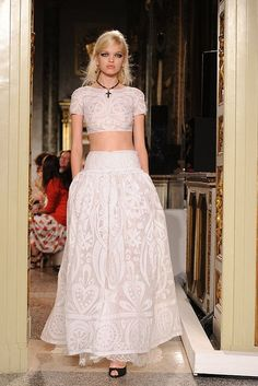 Pucci Spring white lace gown with salmon-pink sash. Couture Mode, Couture Fashion, Runway Fashion, Fashion Spring, I Love Fashion, High Fashion, Fashion Show, Fashion Outfits, Fashion Ideas