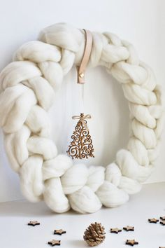 It's official. The chunky knit trend has made its way to your wreath.