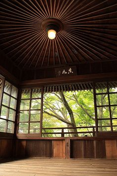 As for the contemporary Japanese architecture, it must be emphasized that it is growing rapidly, maintaining its traditional air. That Japan in pictures Architecture Du Japon, Interior Architecture, Japanese Temple, Japanese House, Japanese Style, Style Japonais, Japanese Interior, Japanese Culture, Meditation