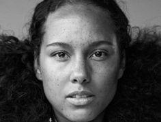 L'interprète de Girl on Fire, Alicia Keys, apparaît plus naturelle que jamais en couverture du magazine américain Fault.