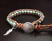 Turquoise en cuir Wrap Bracelet avec breloque en argent sterling de plume amérindien inspiré bijoux unique Wrap