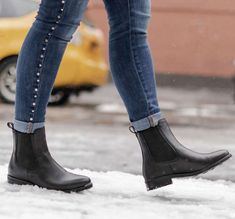 Chelsea Boots - Know Everything You Can About Shoes Now Womens Fall Boots, Chelsea Boots Outfit, Expensive Shoes, Cool Boots, Fall Winter Outfits, Fashion Boots, Thursday, Boots Style, Flat Boots