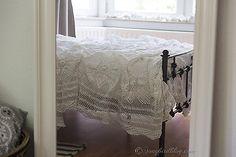 white vintage crochet blanket bedroom