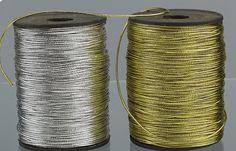 Κορδόνι σε ασημί ή χρυσό λεπτό για δέσιμο και στολισμό μπομπονιέρας.Μπορείτε να κάνετε εντυπωσιακούς στολισμούς με τα ιδιαίτερα αυτά υλικά 4,60 €
