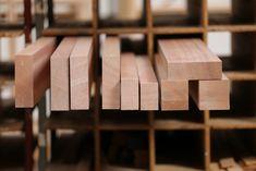 Das Tropenholz Meranti wird insbesondere bei Fenstern und Türen, Gartenmöbeln oder Terrassendielen eingesetzt. Wir liefern Daten und Fakten zu der Holzart. Tray, Kitchen, Home, Windows And Doors, Types Of Wood, Cooking, Kitchens, Ad Home, Trays
