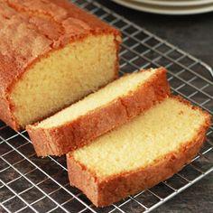 Wat is er lekkerder dan een echte klassieker van mamma, sinds kinds af aan eet ik al deze overheerlijke roomboter cake!