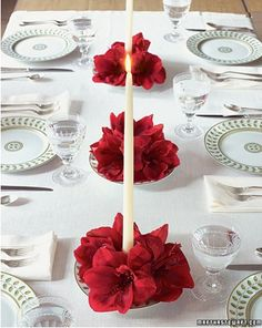 Very simple and classy Christmas table decoration. Perfect for family dinners
