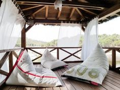 DVELAS recycles old ship sails into beautiful outdoor furnishings!