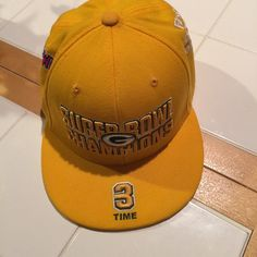 GREEN BAY PACKERS 3X CHAMPS hat 7 3/4 ⚾️⚾️⚾️official, genuine MLB three-time Green Bay Packers Super Bowl fitted 7 3/4 baseball flat bill hat! 3 TIME ON THE BILL, SUPER BOWL CHAMPIONS ON THE FRONT! First world championship game AFL vs NFL on the side, super bowl II on the other side and SUPERBOWL XXXI ON THE BACK! Very cool, unique and PERFECT FOR THE AVID GREEN BAY FAN! ⚾️⚾️⚾️ MLB  Accessories Hats