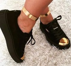 shoes puma black black and gold black sneakers creepers Dream Shoes, Crazy Shoes, Pumas Shoes, Shoes Sneakers, Black Sneakers, Platform Sneakers, Cute Shoes, Me Too Shoes, Basket Style