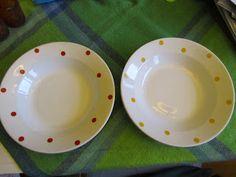Kirppishamsterin tunnustuksia: Raija Uosikkisen koriste Pallo, Arabian lautanen  Raija Uosikkisen (1923-2004) suunnittelema Pallo.  Tämä serikuva koriste oli käytössä Arabialla vuosina 1958-1965 FF mallin astioissa. Palloa löytyy eri eri värisenä.