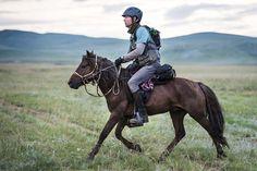 David Redvers leaves Urtuu 10 at daybreak, Day 4. Photo by Richard Dunwoody for…