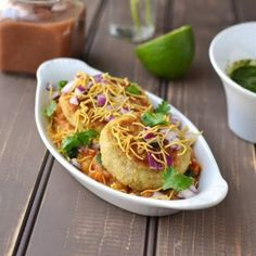 Ragda Pattice is a very popular chaat item from Mumbai. I remember enjoying this snack on the road side stalls in Hyderabad, one particular one close to my aunt's house was our favorite. This recipe is adapted from a cooking show that I watched. Cake Recipes In Hindi, Sweets Recipes, Healthy Meals For Kids, Kids Meals, Healthy Recipes, Healthy Food, Mohanthal Recipe, Ragda Patties Recipe, Longevity Diet