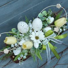 Easy Diy Christmas Gifts, Easter 2021, Fall Flowers, Table Decorations, Ornaments, Spring, Easter Crafts, Easter, Floral Arrangements