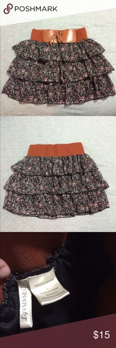 H&M Skirt This skirt is from H&M, in a size Large. It has an elastic waist band and ties up in the front. H&M Skirts Mini