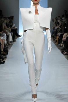 above-par: hautekills: Alexandre Vauthier haute couture f/w 2009 I liive White Fashion, Look Fashion, Runway Fashion, Fashion Show, Fashion Trends, Haute Couture Style, Couture Mode, Space Fashion, Fashion Art