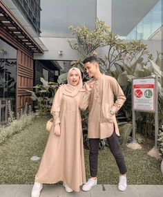 Fashion Couple, Look Fashion, Workwear Fashion, Fashion Outfits, Baju Couple Muslim, Muslimah Wedding Dress, Cute Muslim Couples, Kebaya Dress, Matching Couple Outfits