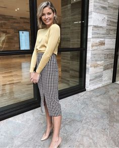 Good morning ladies and happy Friday😊💫 We are absolutely loving this combo. - Good morning ladies and happy Friday😊💫 We are absolutely loving this combo of Sophies. A soft knit complemented with a striking checkered… Source by - Casual Work Outfits, Winter Outfits For Work, Business Casual Outfits, Office Outfits, Mode Outfits, Work Casual, Fashion Outfits, Business Attire, Summer Outfits