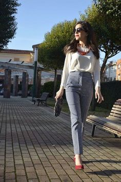 11 Casual Outfits to Look Good and Chic During Spring Season - Work Outfits Women Spring Work Outfits, Casual Work Outfits, Business Casual Outfits, Work Attire, Office Outfits, Trendy Outfits, Celebrity Outfits, Celebrity Style, Formal Outfits