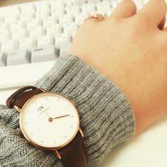 時計を見せたいからセーターの上にベルトを。 コレ意外とおしゃれなんですよ!