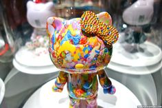 Sebastian Masuda from Harajuku's 6%DOKIDOKI decorated a Hello Kitty for the Kittyrobot.