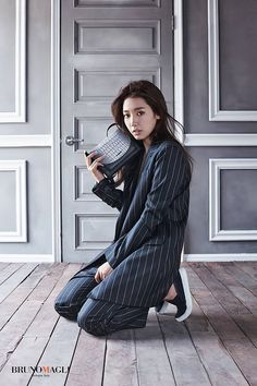 It seems there might bea lot to roll out tonight/today, so, I'm just going to be even more glib than usual with my intros! Sorry! ;) Here's Park Shin Hye's new F/W ads for jewelr…
