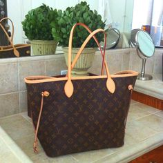 """Neverfull"" Louis Vitton hope this could be another one of my daily gifts.."