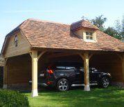 eikenhouten carport met bourgondische tegelpannen en dakkapel
