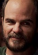 Michael Kelly as Jon Krakauer in the 2015 Everest movie about the Mt. Everest disaster. See pics of the real people here: http://www.historyvshollywood.com/reelfaces/everest/