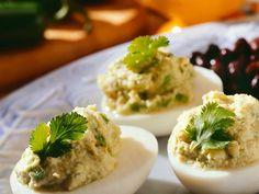 Préparation:Faites cuire les œufs pendant 9 minutes. Écalez-les et coupez-les en deux dans le sens de la longueur. Pel... Love Food, Entrees, Tapas, Mashed Potatoes, Buffet, Side Dishes, Food And Drink, Appetizers, Snacks