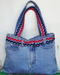 A MODISTA - BOLSAS ARTESANAIS : Reaproveitando uma calça jeans Diy Bags, Fashion, Sewing Ideas, Handmade Bags, Recipes, Totes, Moda, Fashion Styles, Fashion Illustrations