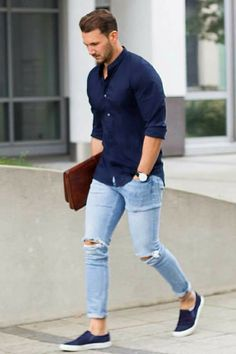 Casual shirt outfits for men. Learn how to wear casual shirt like a streetstyle star. We all love wearing casual shirts, right? A casual shirt is comfortable, easy to maintain and if you Mens Fashion Blog, Mens Fashion Suits, Classy Fashion, Fashion Fashion, Fashion Ideas, Fashion Spring, Fashion Shoes, Fashion Dresses, Modest Fashion