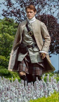 Sam Heughan as Jamie Fraser in Outlander Claire Fraser, Jamie Fraser, James Fraser Outlander, Sam Heughan Outlander, Diana Gabaldon Outlander Series, Outlander Tv Series, Starz Outlander, Mejores Series Tv, John Bell