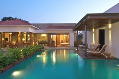 Contemporary indoor/outdoor spaces at Anish Amin House, India
