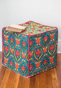 Pretty pouf for the living room!
