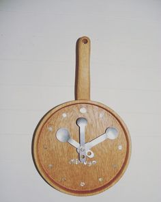 木工作品集050 Woodcraft works portfolio 050 #オーダーメイド木の時計 #キッチンの時計 #フライパンの時計 #OrdermadeWoodenClock #kitcheninterior #pan-clockwithmeasurescalehands http://ift.tt/1Nq0R26