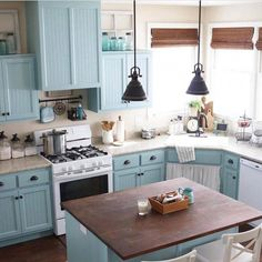 Modern Retro Style Vintage Inspired Kitchen Designs and Decor - This beautiful kitchen decor is all brought closer to you to make you show the most delicate design - Vintage Industrial Decor, Vintage Kitchen Decor, Retro Home Decor, Home Decor Kitchen, Country Kitchen, New Kitchen, Kitchen Ideas, Modern Retro Kitchen, Kitchen Knobs