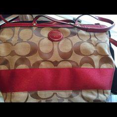 Coach purse Like new. Coach Bags Shoulder Bags