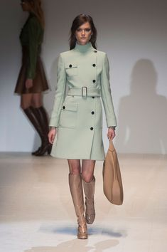 Gucci Fall 2014 Ready-to-Wear Runway - Gucci Ready-to-Wear Collection Coat super cute; Fashion Week Paris, London Fashion Weeks, Milano Fashion Week, Milan Fashion, Gucci Fashion, 1960s Fashion, Gucci Fall 2014, Fall 2015, Style Année 60