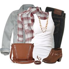 DÍA-TARDE (informal): Jeans azul oscuro + Campera jeans + remera blanca + camisa a cuadros + botas marrón claro, cortas de taco bajo + cartera marrón claro