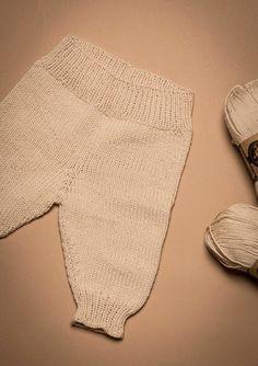Strikkede bukser Knitting For Kids, Baby Knitting Patterns, Crochet Baby, Knit Crochet, Baby Barn, Knit Pants, Inspiration For Kids, Drops Design, Chrochet