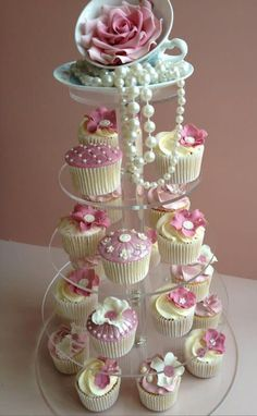 You can also use the pearls for decorating your cupcakes. Take pearl cupcakes decoration idea from here and design your beautiful cupcake with all love. Girls Tea Party, Tea Party Theme, Princess Tea Party, Tea Party Birthday, Cake Birthday, Birthday Ideas, Food For Tea Party, Birthday Table, Birthday Cupcakes For Women