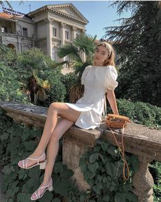 Fashion Tips Dresses Pretty white dress with trendy and cute puff sleeves.Fashion Tips Dresses Pretty white dress with trendy and cute puff sleeves. Look Fashion, Fashion Outfits, Fashion Tips, Mens Fashion, Fashion Spring, Hijab Fashion, Style Chic Parisien, Pretty White Dresses, Style Parisienne