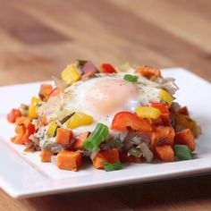 Fast Healthy Breakfast Recipes : One-Pan Sweet Potato Breakfast Hash Vegetarian Recipes, Cooking Recipes, Healthy Recipes, Sweet Potato Breakfast Hash, Sweet Potato Diet, Eggs And Sweet Potato, Breakfast Potatoes, Healthy Snacks, Healthy Eating